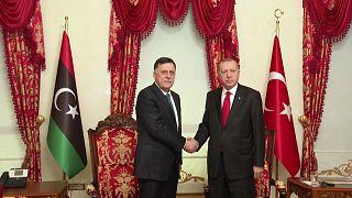 الرئيس التركي رجب طيب إردوغان ورئيس حكومة الوفاق الليبية فايز السراج