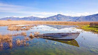 Η λίμνη των Πρεσπών χάνεται...