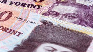 Nagyot erősödött a forint: stabilnak tűnik a 335-ös forint-euró árfolyam