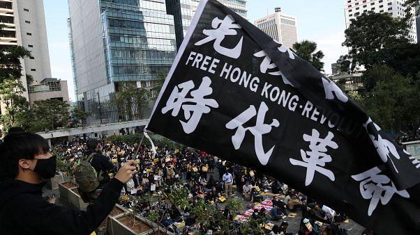 Çin ile Amerika Birleşik Devletleri arasında yaşanan Hong Kong krizi derinleşiyor