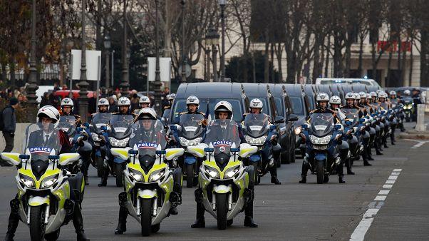 To τελευταίο αντίο στους νεκρούς στρατιώτες στο Παρίσι