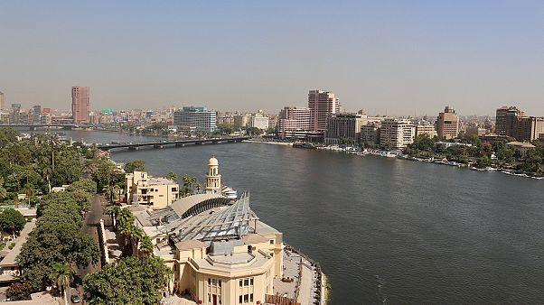 صدمة في الشارع المصري عقب انتحار طالب من أعلى برج القاهرة