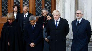 Die britischen Spitzenpolitiker nehmen an einer Trauerstunde in Gedenken der beiden Opfer teil