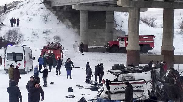 В Забайкалье траур по погибшим в ДТП с участием автобуса