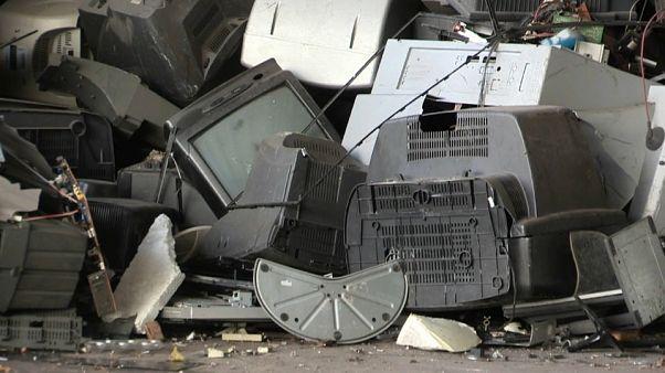 Eine Deponie voller Elektroschrott, der recyclet wird