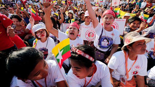 Myanmar lideri Aung San Suu Kyi'ye destek gösterisi