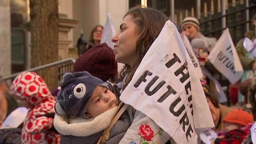 آوازخوانی مادران حافظ محیط زیست برای آیندهٔ نوزادانشان