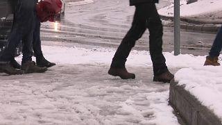 Weißes Verkehrshindernis: Schnee in Budapest