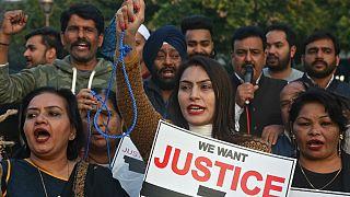 تظاهرات در شهرهای هند پس از تجاوز جنسی و قتل یک زن جوان