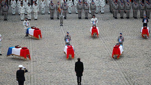 ماکرون در مراسم تدفین سربازان کشته شده در مالی: آنها برای ما جان باختند