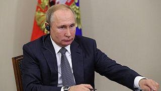 Rusya Devlet Başkanı Putin kapsamı genişleyen 'yabancı ajan' yasasını onayladı