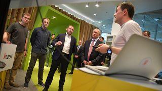 ولادیمیر پوتین در دفتر مرکزی یاندکس، بزرگتین موتور جستجوی روسیه