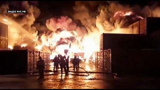 Мощный пожар на грузовом терминале в Санкт-Петербурге
