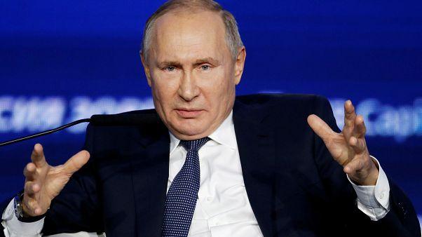 Entre la censura y el proteccionismo, Vladímit Putin firma la 'Ley anti Apple'