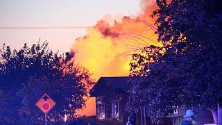 Üç yaşındaki çocuğunu elleri bağlı halde yanan evde bırakan anne gözaltında