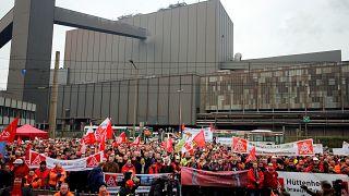 Thyssenkrupp: 6000 Stahlarbeiter demonstrieren für Erhalt ihrer Jobs