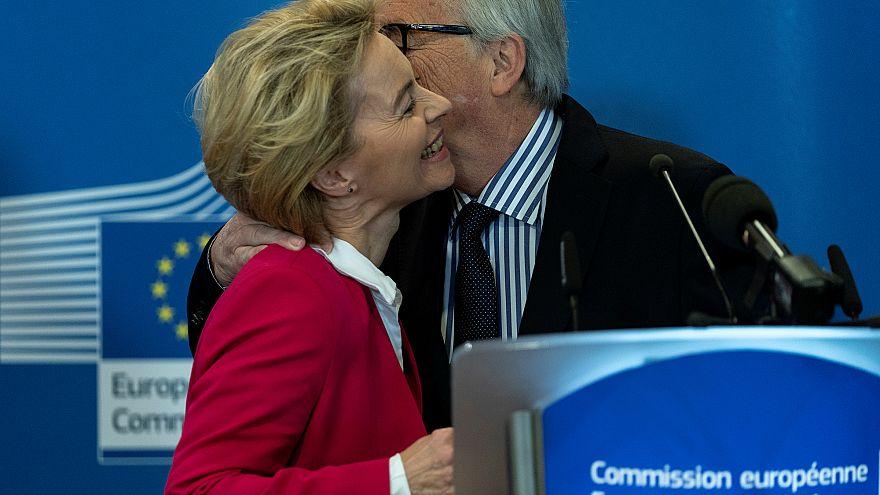 Juncker cede a Von der Leyen la 'campana' de la Unión Europea