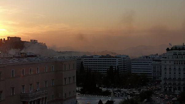 Αθήνα: Φωτιά στην Πλάκα