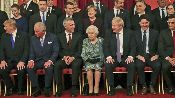 Queen Elisabeth II. mit den Staats- und Regierungschefs der Nato-Staaten