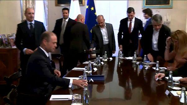 الاتحاد الأوروبي يطالب رئيس وزراء مالطا بالتنحي عن منصبه