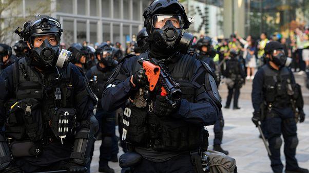 Hong Kong polisinden üniversite baskını: Binlerce molotof kokteyli, yüzlerce silah bulundu