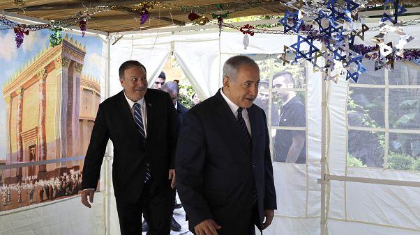 بنجامین نتانیاهو، نخست وزیر اسرائیل و مایک پمپئو، وزیر خارجه آمریکا در منزل شخصی نتانیاهو