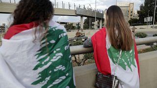شاهد: مواجهات ليلية بين قوى الأمن ومتظاهرين عند جسر الرينغ بوسط العاصمة بيروت