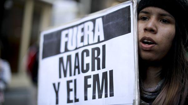 Denuncian al presidente argentino, Mauricio Macri, por el acuerdo de préstamo con el FMI