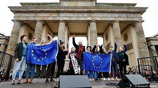 Greta Thunberg ve çevreci aktivistler Berlin'de gösteri yapıyor