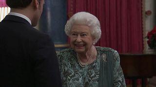 Die NATO bei der Königin