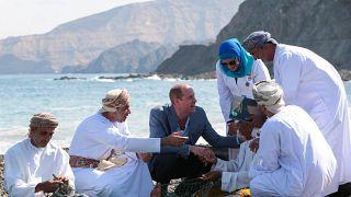 شاهد: الأمير ويليام في زيارة للقوات البحرية البريطانية في عُمان