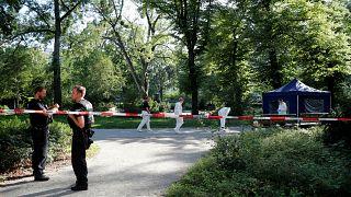 Alman polisler, Berlin'de Gürcistan vatandaşının vurulduğu noktada araştırma yaparken