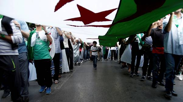 بدء محاكمة رئيسي وزراء سابقين ورجال أعمال بتهمة الفساد في الجزائر
