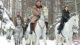 Kim Jong Un, eşi ve generalleri