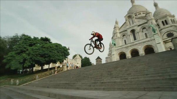 شاهد: براعة نمساوي في قيادة الدراجة على المنحدرات