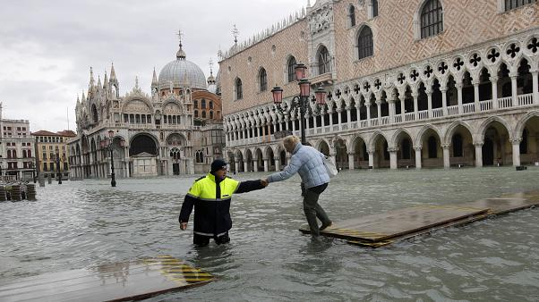 """Venecia se """"blinda"""" ante las subidas de la marea"""