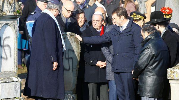 La France s'arme contre l'antisémitisme après une nouvelle profanation de cimetière juif