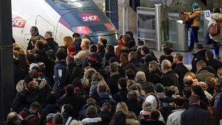 Всеобщая стачка во Франции: трудящиеся пошли в наступление