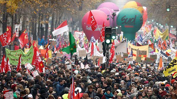 اصلاح نظام بازنشستگی در فرانسه؛ اعتصاب گسترده و تظاهرات مخالفان