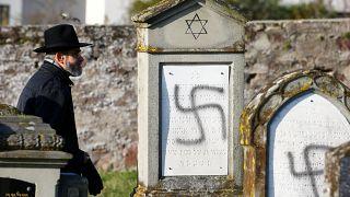 Irkçı saldırıya uğrayan Yahudi mezarlığı, Strazburg