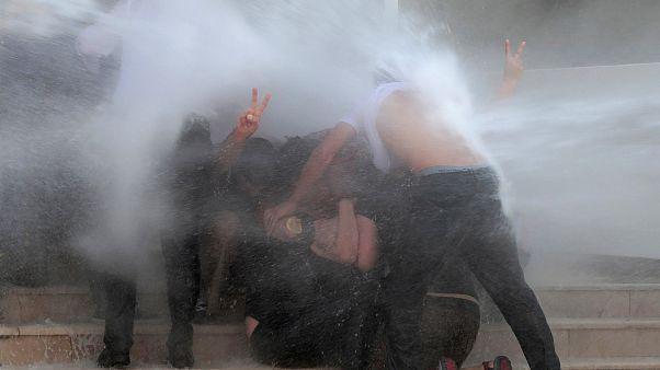 الشرطة التركية تستخدم خراطيم المياه لتفريق محتجين أكراد في ديار بكر