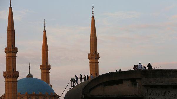 تسجيل عدة حالات انتحار في لبنان.. وتزايد غضب الشارع ضدّ السلطة
