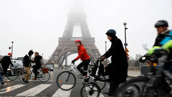 Generalstreik legt Paris lahm - Tränengas in Lyon