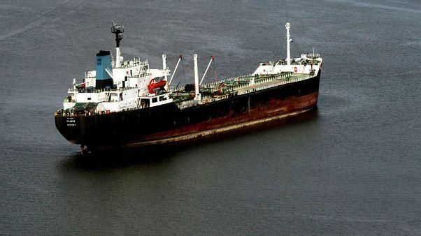 Nijerya açıklarında bir petrol tankeri / 2007