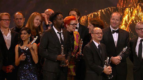 'La Favorita' triunfa en los premios del cine europeo y Antonio Banderas gana Mejor Actor