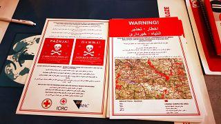 Minen in Bosnien: Flyer warnen Geflüchtete in 5 Sprachen