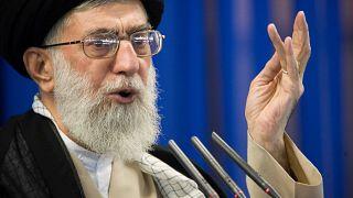 المرشد الأعلى لجمهورية إيران الإسلامية علي خامنئي خلال خطبة من خطب أيام الجمعة سنة 2017