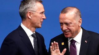 الرئيس التركي طيب رجب أدلاوغان رفقة الأمين العام لحلف الناتو ينس ستولتنبرغ