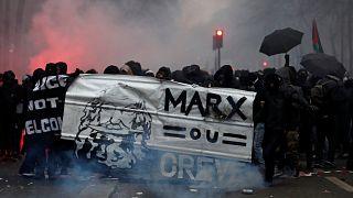 I sindacati di Francia espugnano la piazza
