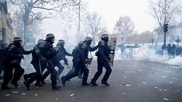 Confrontos e dezenas de detidos em Paris